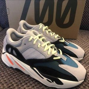 Yeezy Boost Wave Runner 700 size US 8.5